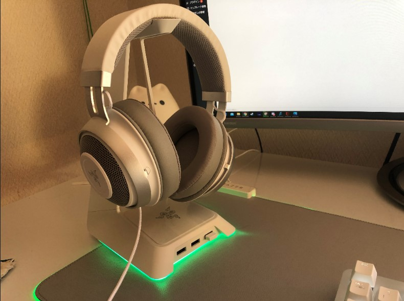 Razer Base Station Chroma Mercury White