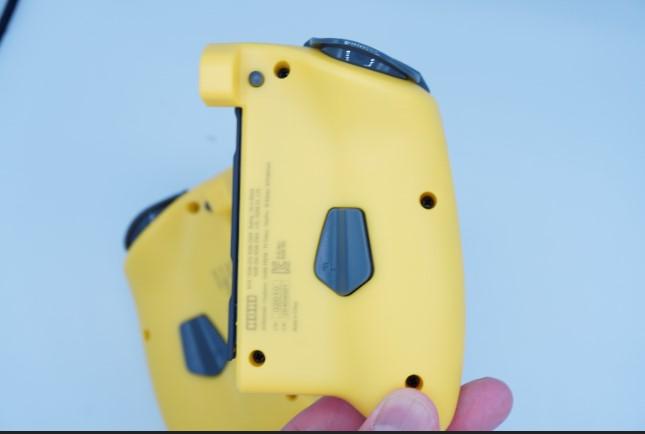 ホリ製グリップコントローラーの画像
