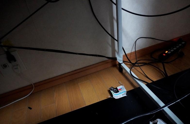 デスク周りの配線整理の紹介画像